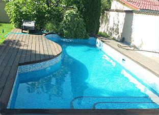 poza piscina curata apa