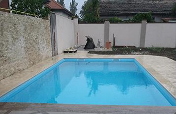poza piscina curata apa ziua